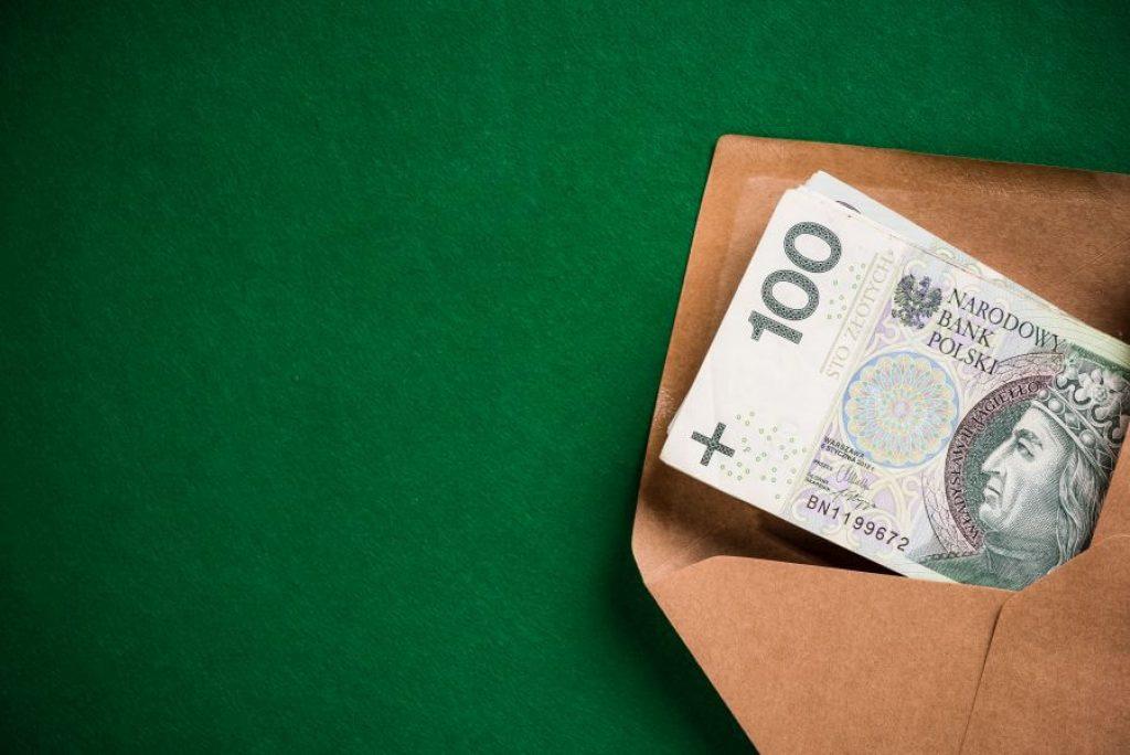 Awizowanie wypłaty dużych sum gotówki w banku